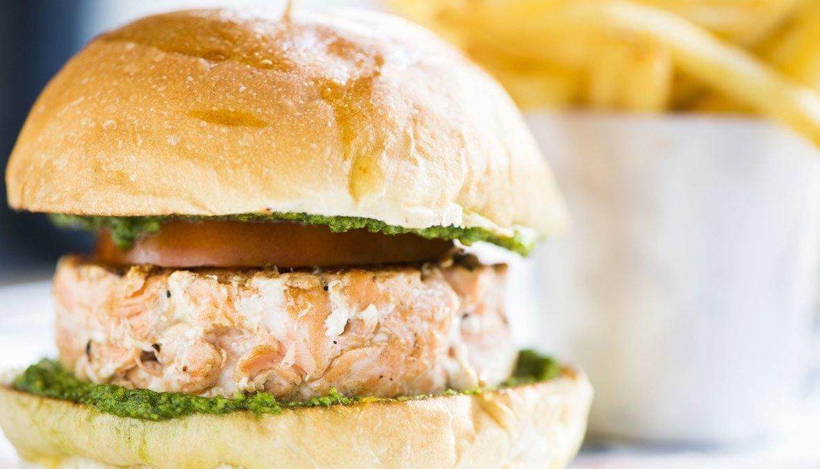 Hamburger di salmone: ecco come si fa!